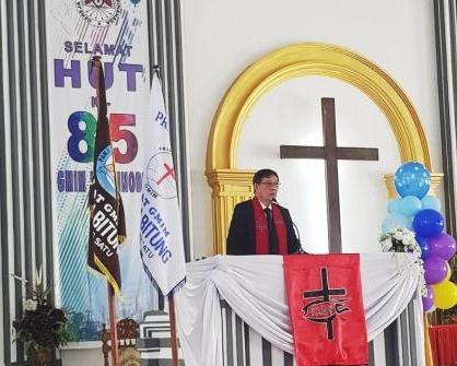 Walikota Manado Khadim Dalam Ibadah Minggu Jemaat GMIM Sentrum Bitung