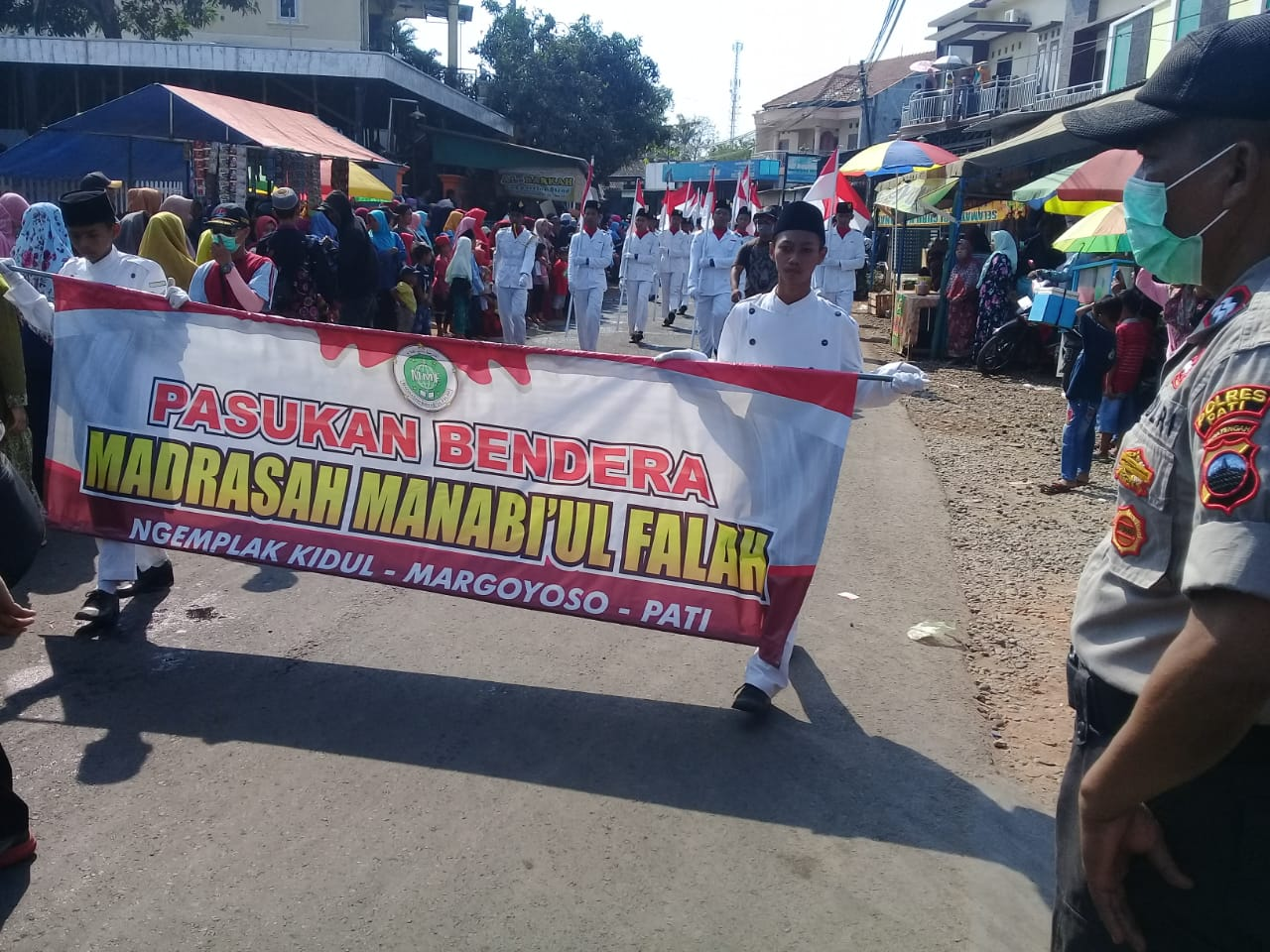 Anggota Koramil Margoyoso Kawal Karnaval Budaya