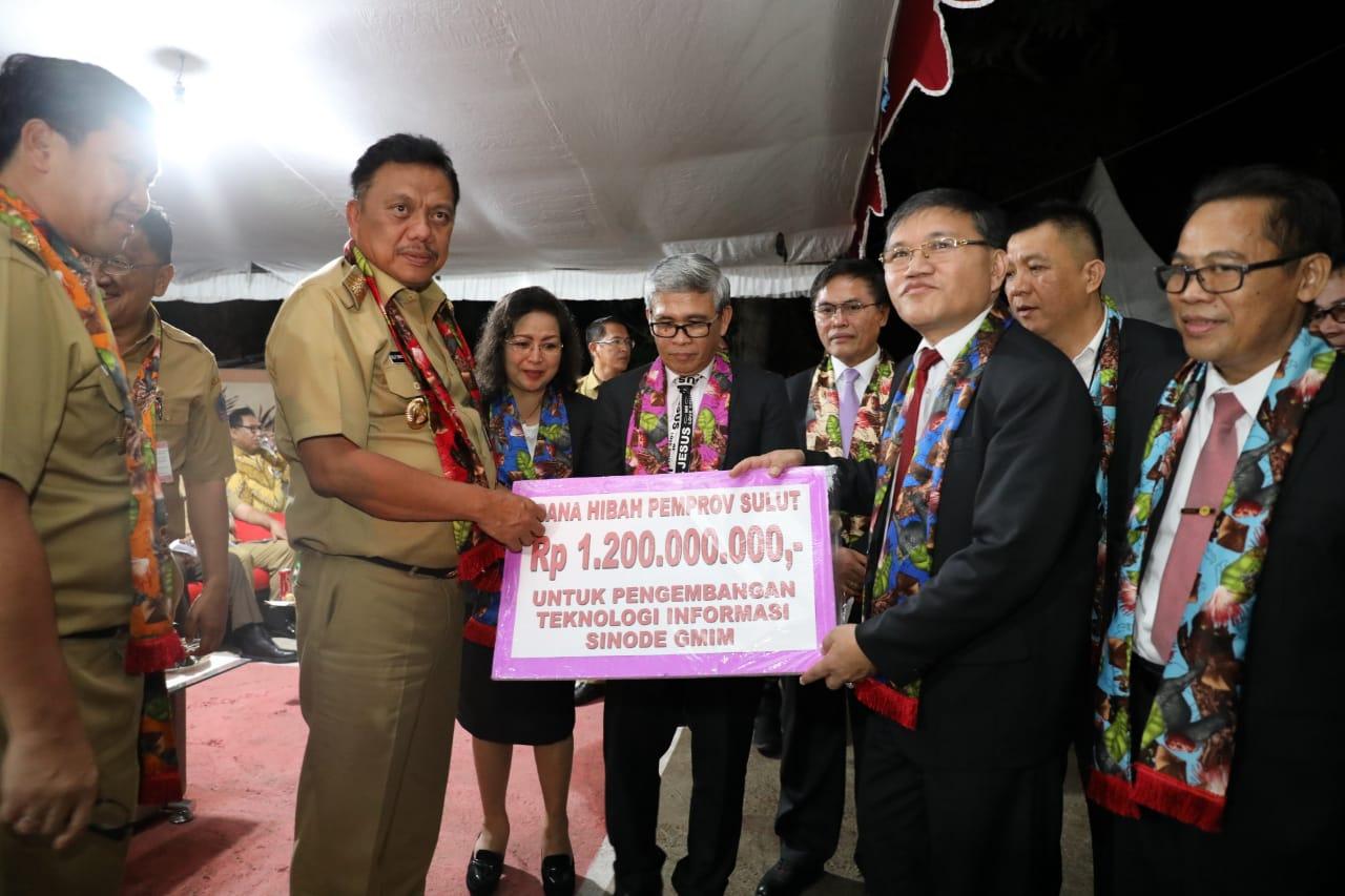 Serahkan Bantuan 1,2 M, Gubernur OD Hadiri Pembukaan SMST ke 32 GMIM