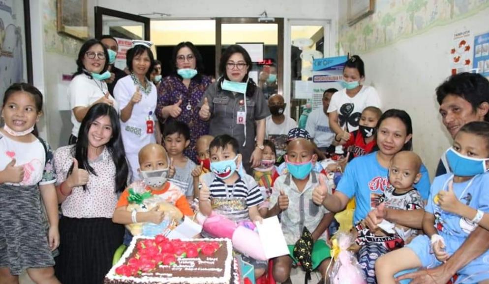 Syukuri HUT ke 58 Gubernur OD, Ibu Rita Berbagi Kasih di Klinik Estella