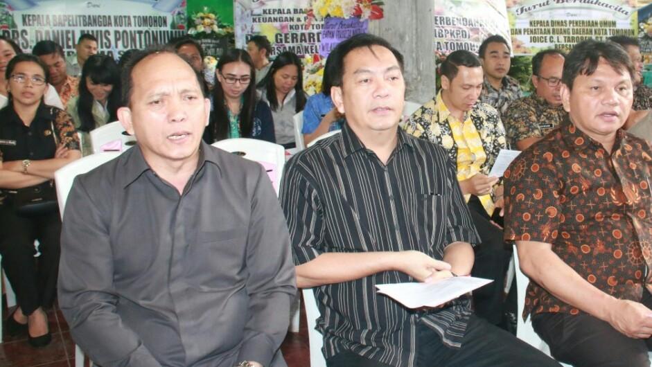 DPRD Tomohon Melayat di Rumduk Almarhumah Maritje Supit