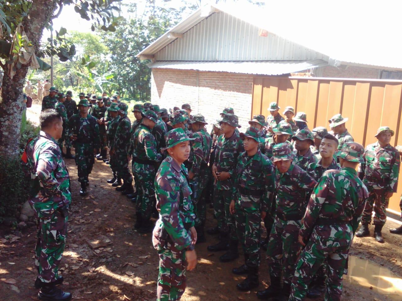 Pasukan Yonif 410/Alg tiba di Lokasi TMMD