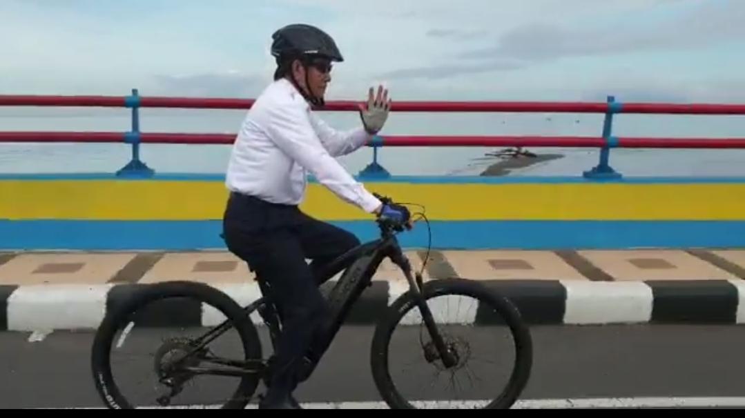 Walikota Manado Enjoy Bersepeda ke Groundbreaking Bandara Samrat
