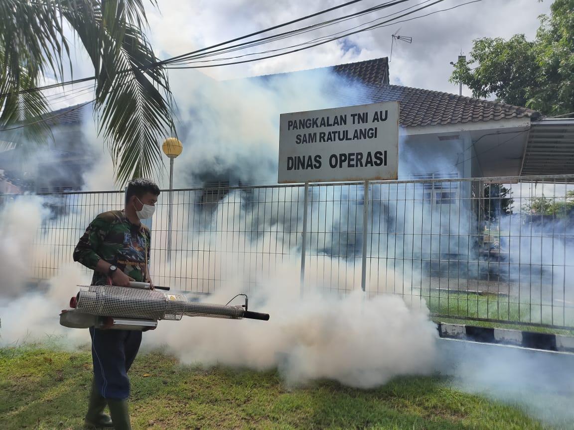 Cegah DBD, Lanud Sam Ratulangi Lakukan Fogging