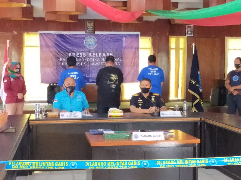 Modus Beli Dompet, BNNP Sulut – Bea Cukai Gagalkan Pengiriman Ganja dari Lampung