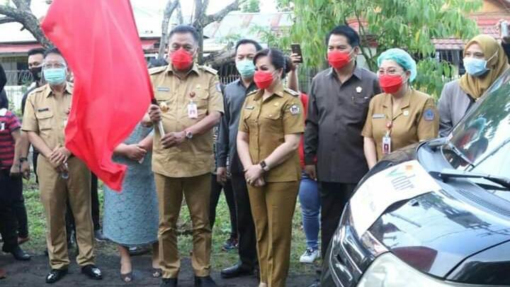 Caroll Senduk Dampingi Gubernur Sulut Serahkan Bantuan PKH