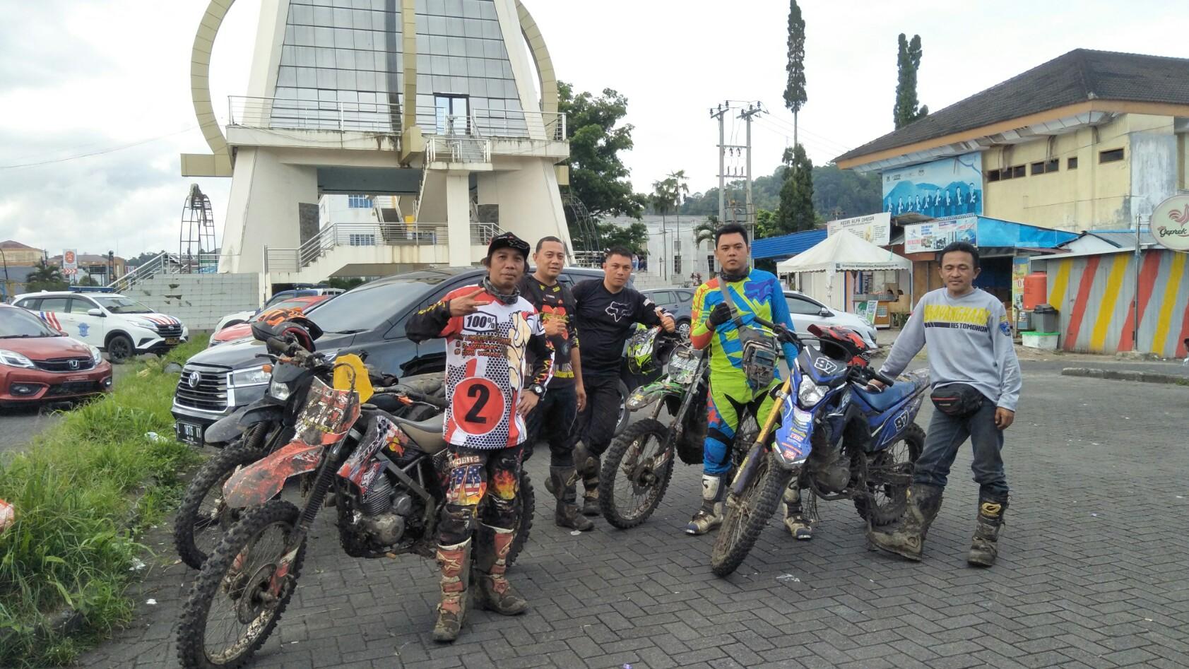 Nikmati Pesona Alam Ekstrim, Gaya Track Adventure Tomohon