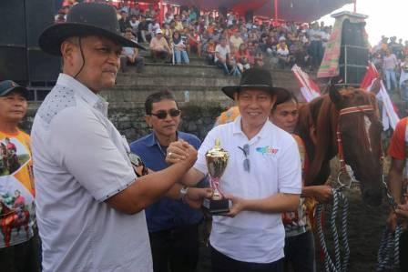 Kejuaraan Berkuda Piala Kapolri Digelar di Gelanggang Pacuan Kuda Godbless Manado