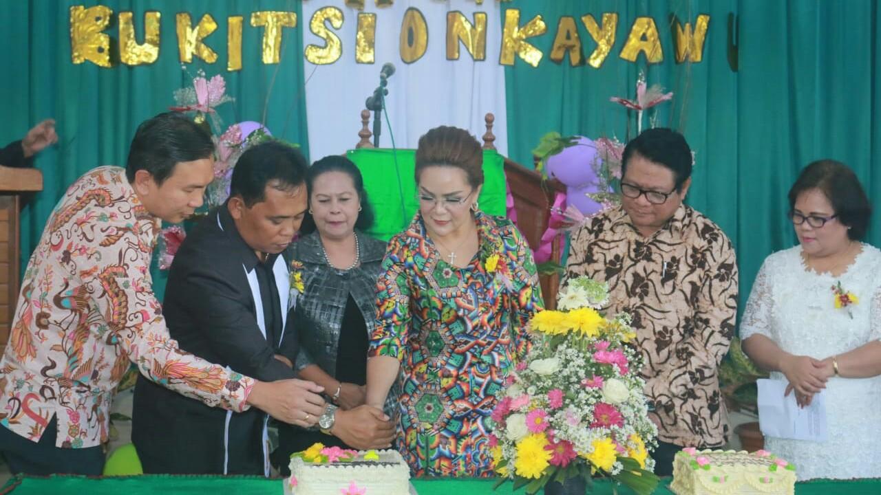 Wawali SAS Hadiri Ultah GMIM Bukit Sion Kayawu