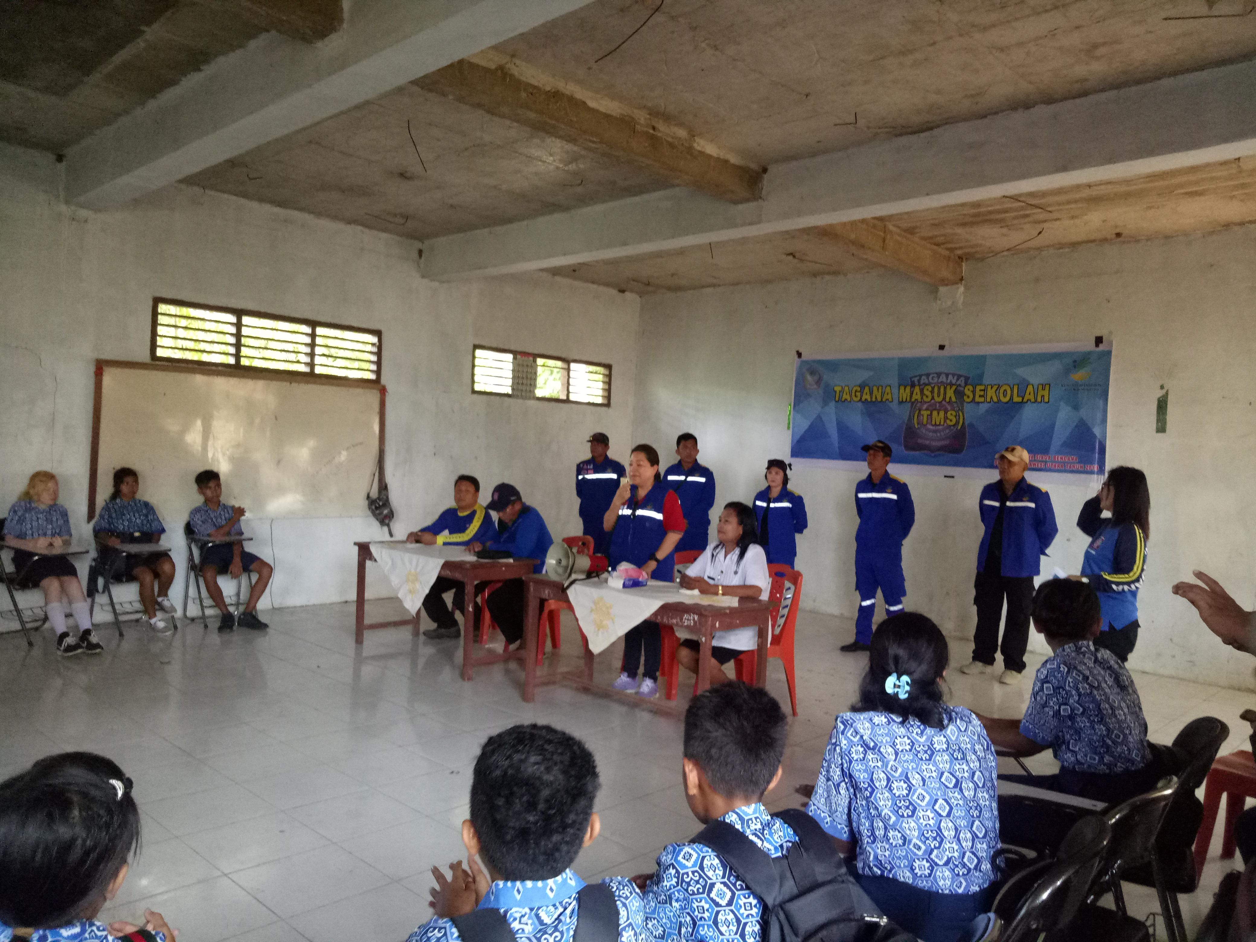 Tamuntuan Buka Kegiatan Bhaksos di Makalehi Dalam Rangka HUT Tagana ke 15