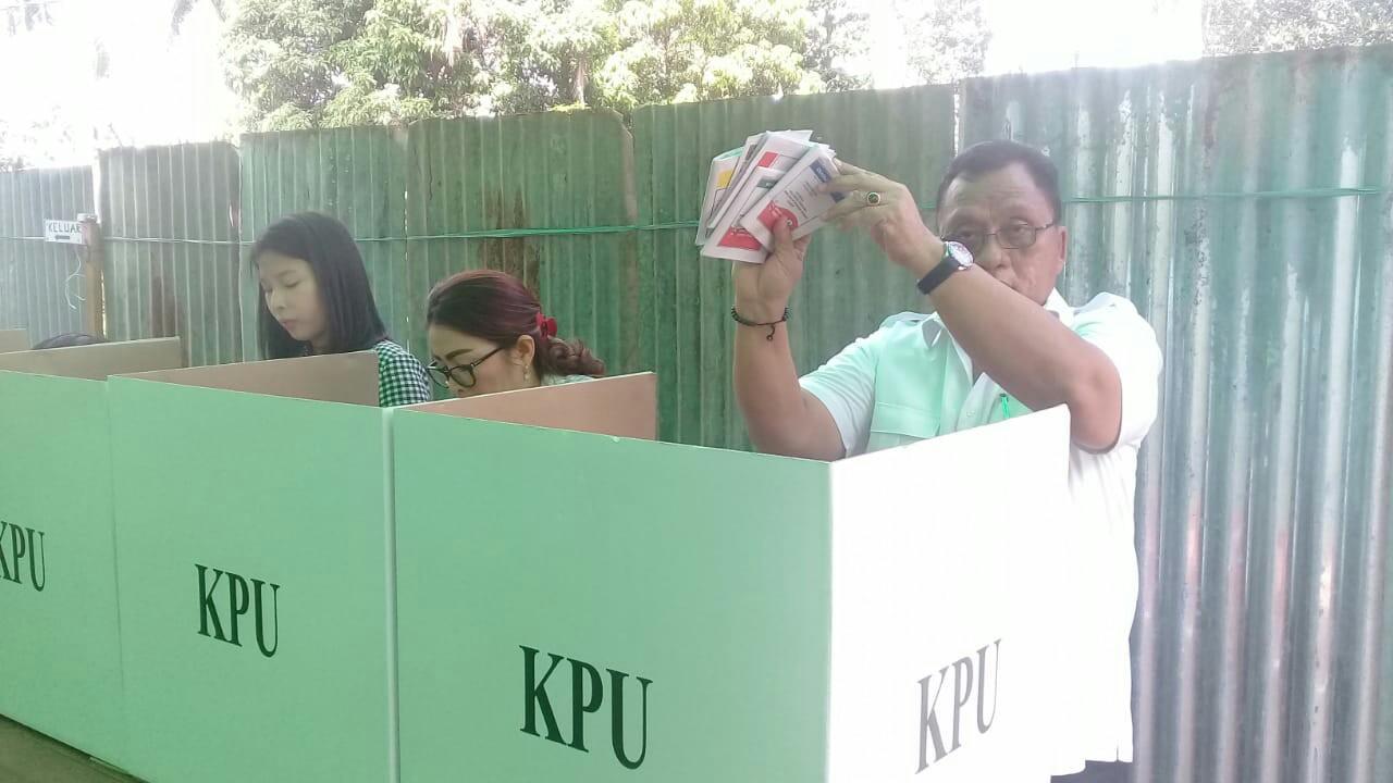 Wabup RD Coblos Pemilu 2019 di Sawangan