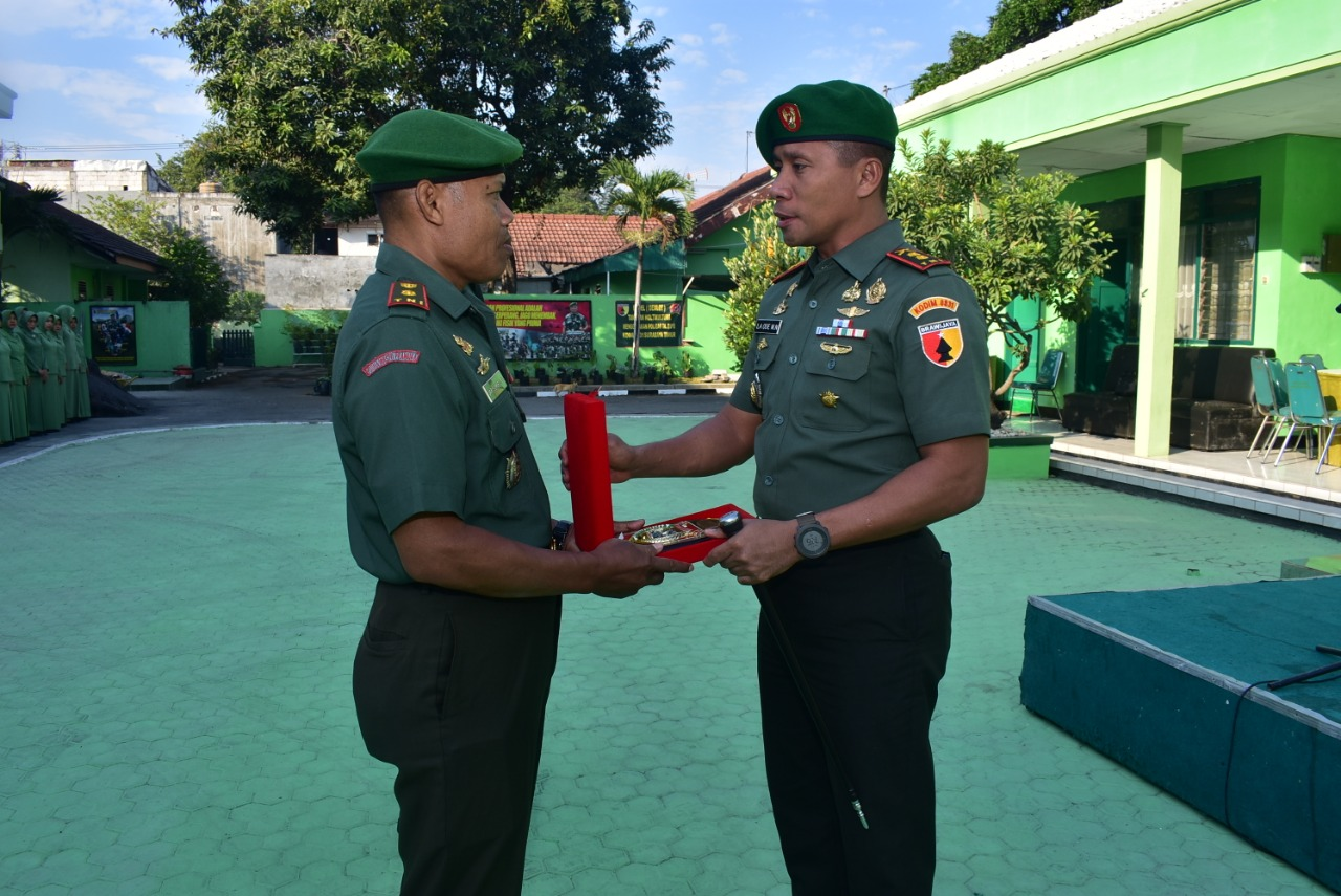 Dandim 0831/Surabaya Timur Lepas Perwira Terbaik