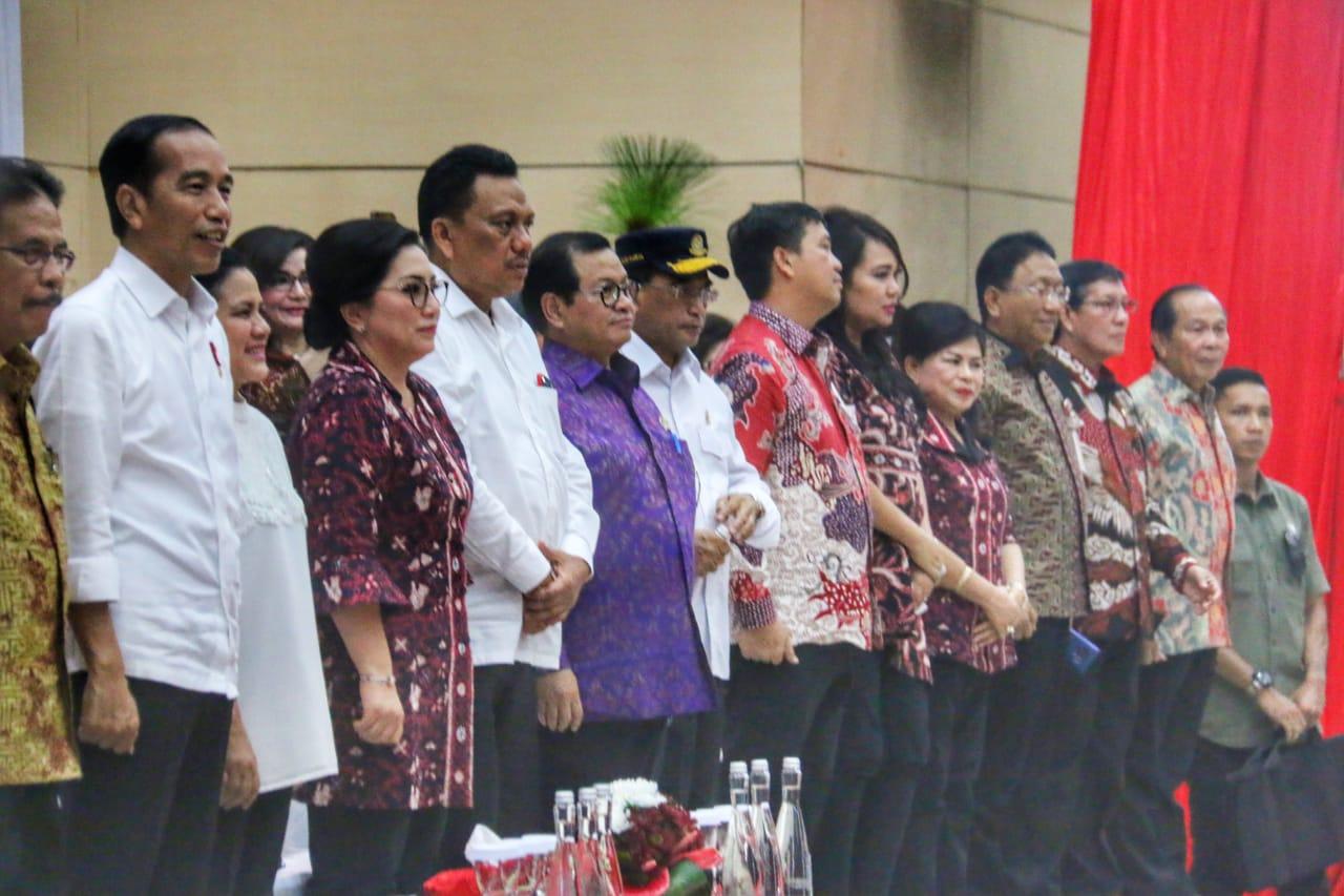 Lumentut Hadiri Pemberian 2000 Sertifikat Gratis Oleh Presiden Jokowi