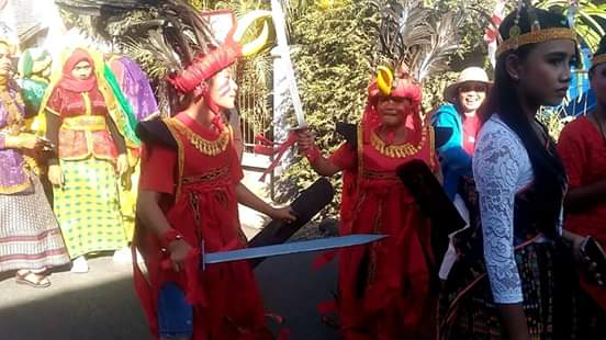 Echa Ponamon dan Micklin Legi Perkenalkan Tari Kabasaran di Tanah Sumbawa NTB