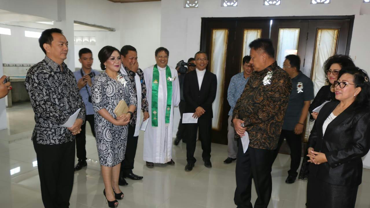 Wawali SAS Dampingi Gubernur OD di GMIM Nimahesaan Pinaras