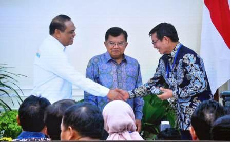 Walikota Manado Terima Penghargaan Top 45 Inovasi Pelayanan Publik dari Wapres Jusuf Kalla