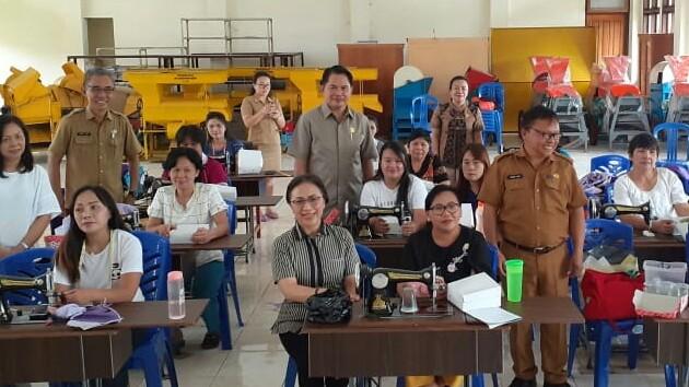 Komisi III DPRD Tomohon Pantau Kursus Menjahit Program Disnaker