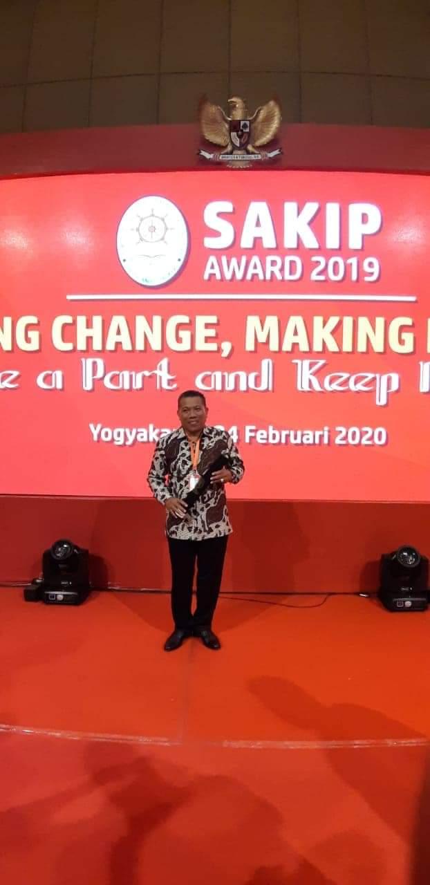 Depri Pontoh Terima Penghargaan SAKIP 2019 Predikat B