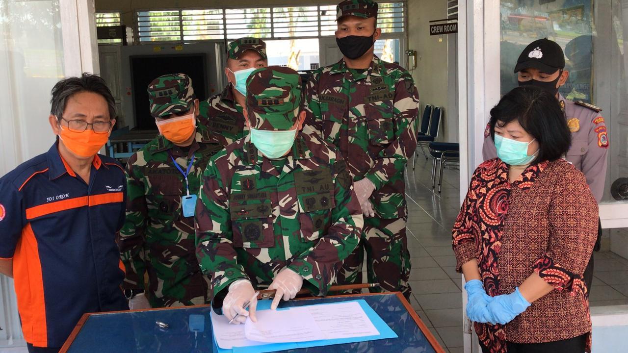 Kembali, Lanud Sam Ratulangi Distribusikan Ribuan APD dan Masker