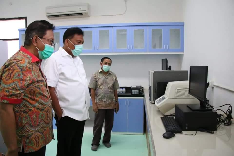 Tinjau Laboratorium PCR, Gubernur Olly : Kita Tidak Lagi Menunggu Lama Hasil Test