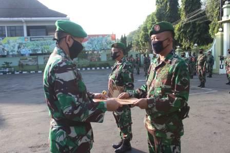 Lepas Dua  Prajurit Tugas ke Papua, Dandim Pati : Pelajari Medan, Jaga Kehormatan!