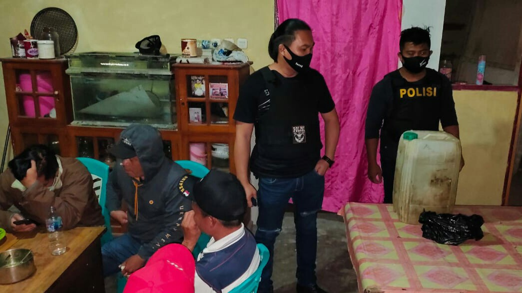 Team Totosik Amankan Pemilik Warung Jual Miras