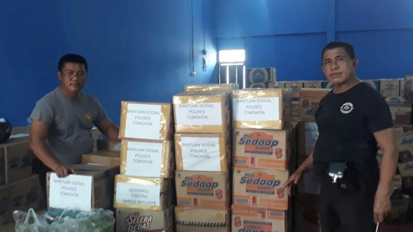 Polres Tomohon Serahkan Bantuan Bencana Bolsel