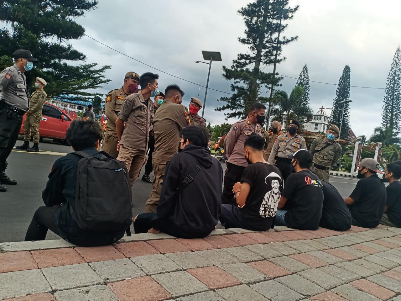 Aksi Kamisan Perdana Di Tondano, DIBUBARKAN.