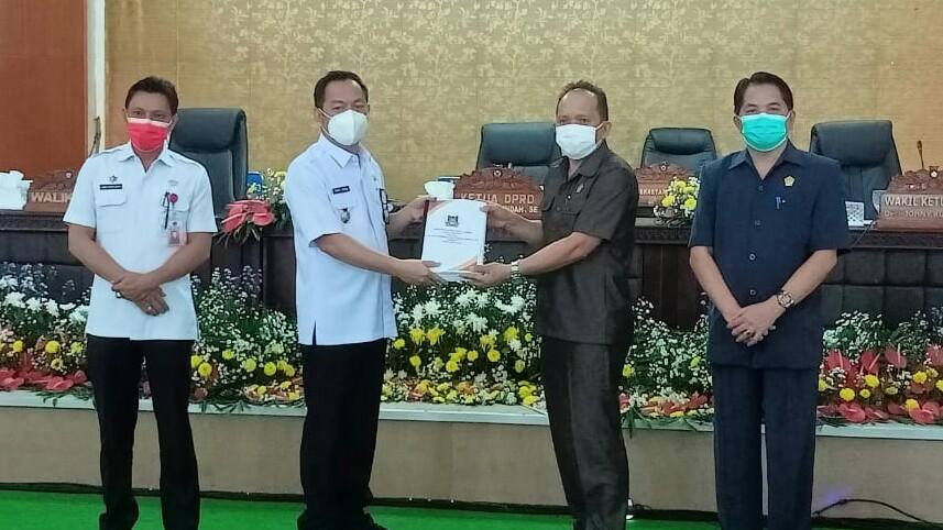 Walikota Caroll Serahkan RPJMD 2021-2026 Pada Paripurna DPRD Tomohon