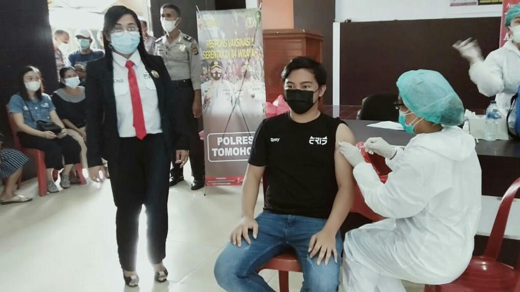 LPM Tomohon Kerjasama Polres, Gelar Vaksinasi Covid19 Bagi Warga